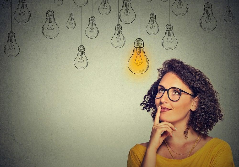 mulher tendo ideias