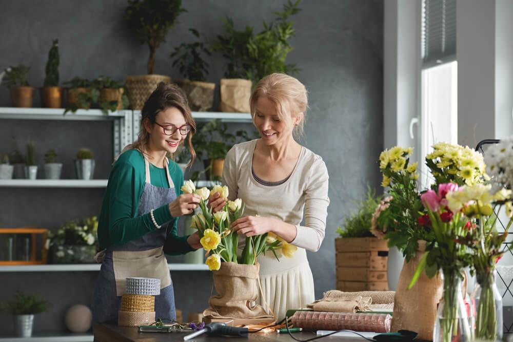 mulheres em negócio próprio de floricultura