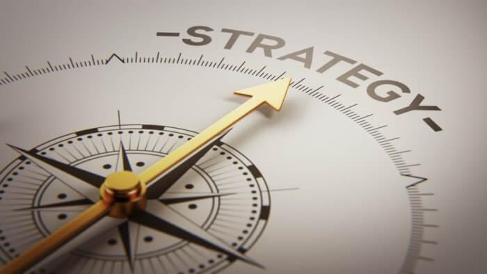 bússola com título Estratégia