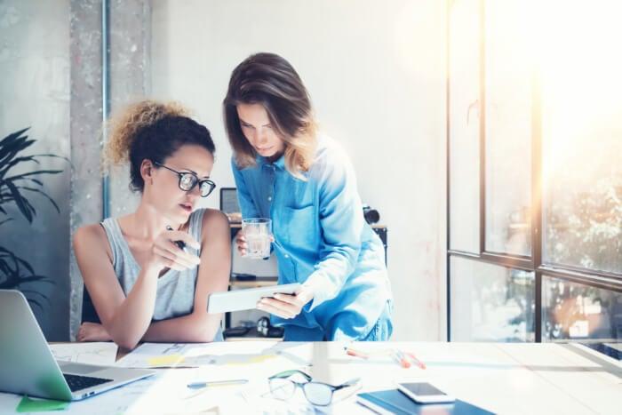 cliente e profissional de análise de marketing digital