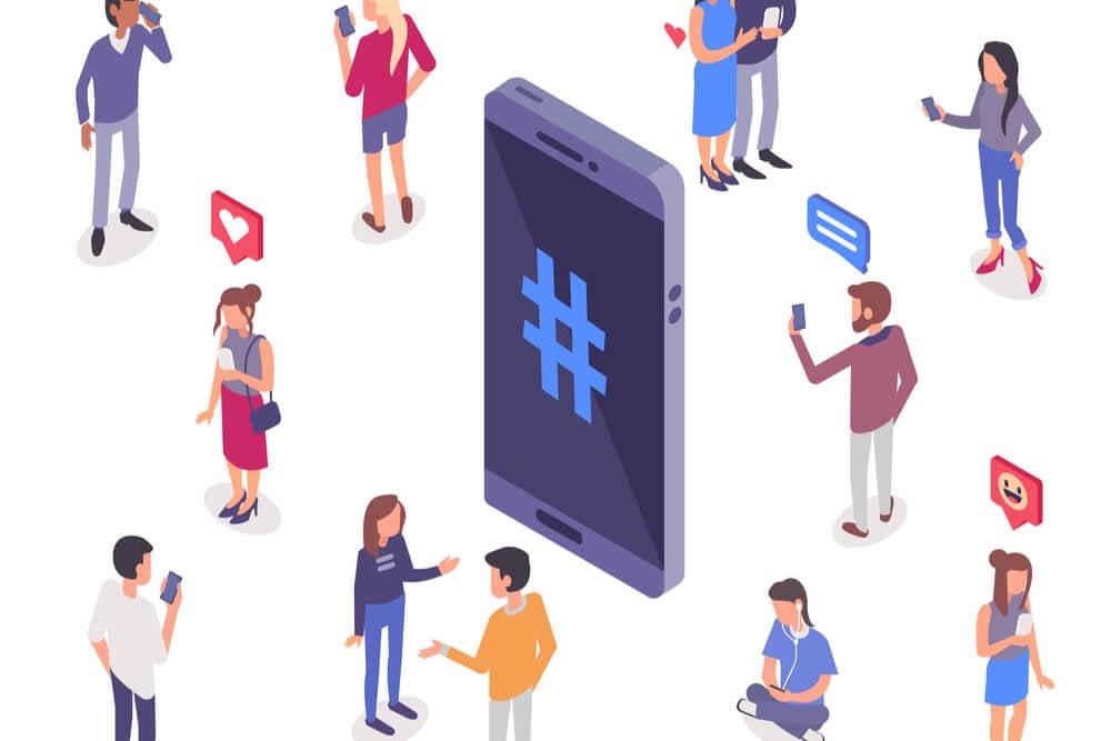 ilustraçao de smartphone com simbolo de hashtag e bonecos ao redor em seus smartphones