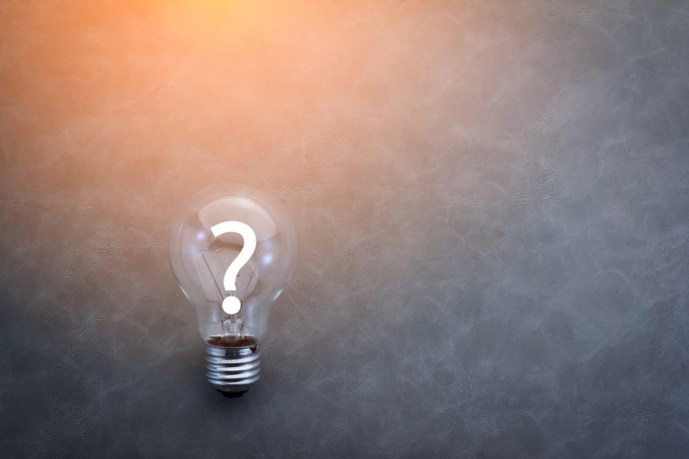lâmpada com símbolo de interrogação