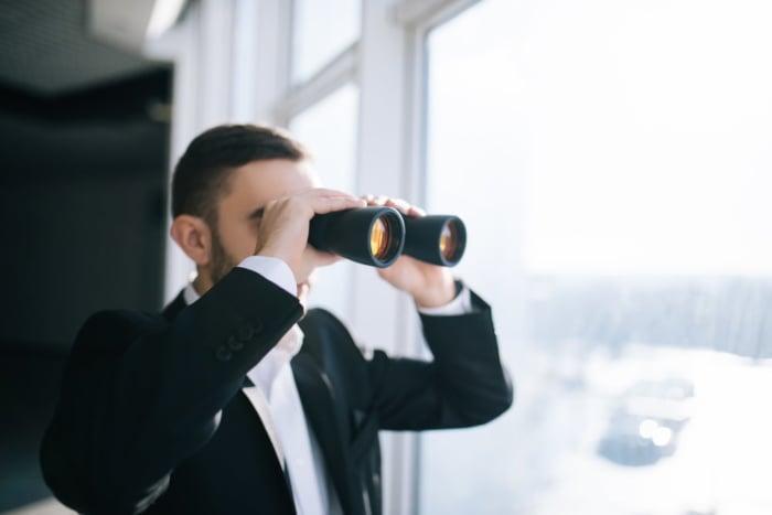 As 37 Melhores Ferramentas de Marketing para Espionar Sua Concorrência