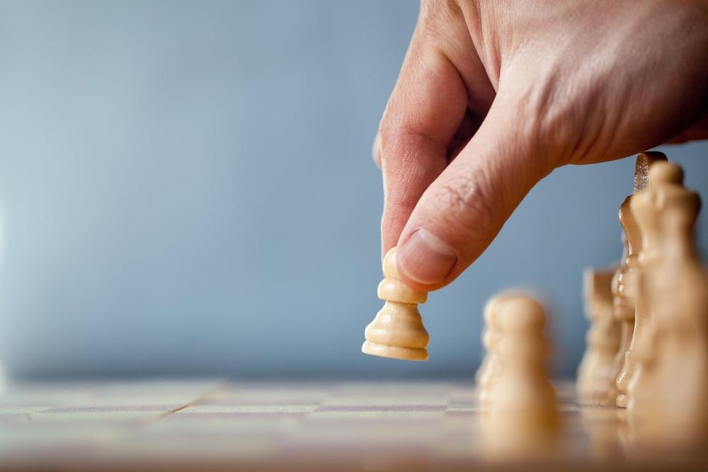 peão de xadrez como representação de avanço