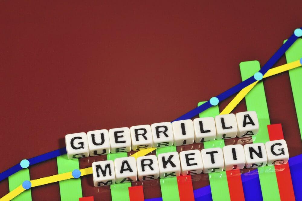 peças montando a frase marketing de guerrilha