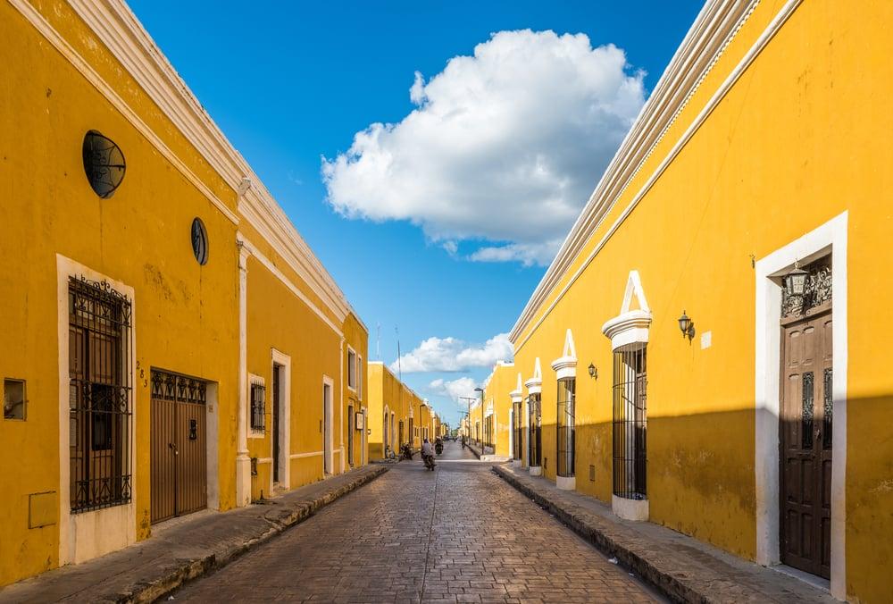 casas antigas amarelas