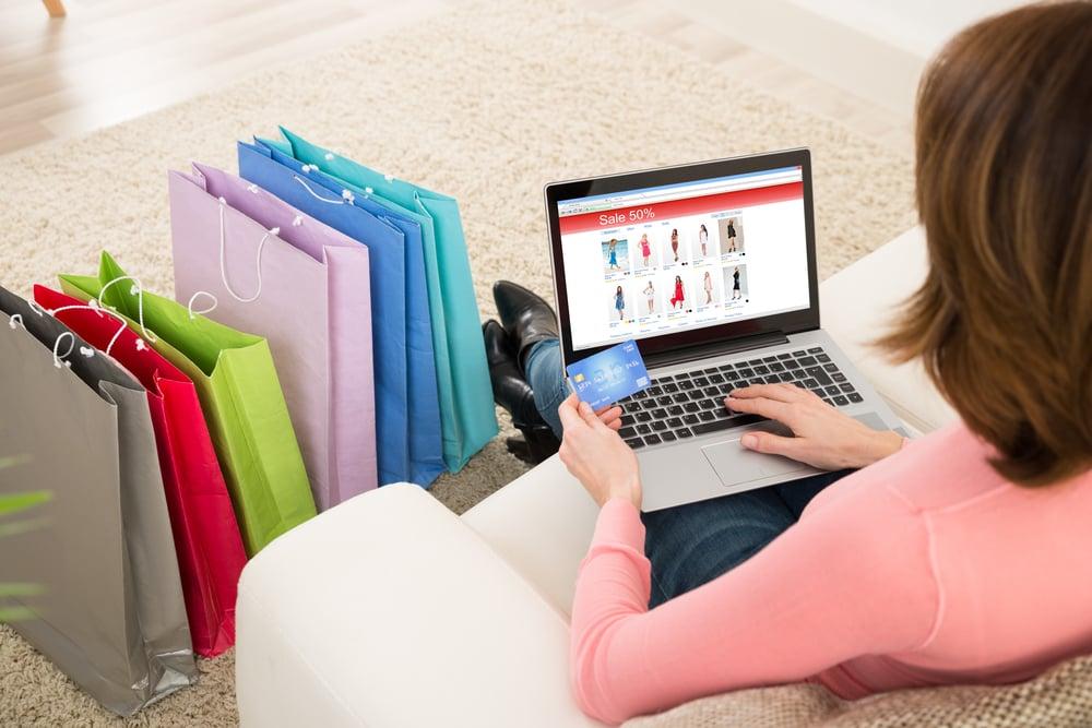 cliente fazendo compras online
