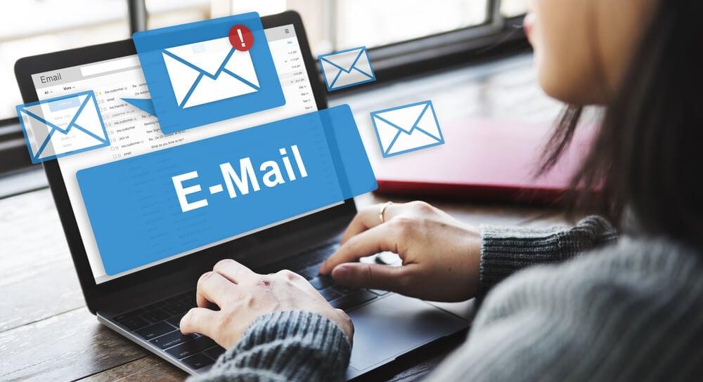 envio de email com linguagem adequada