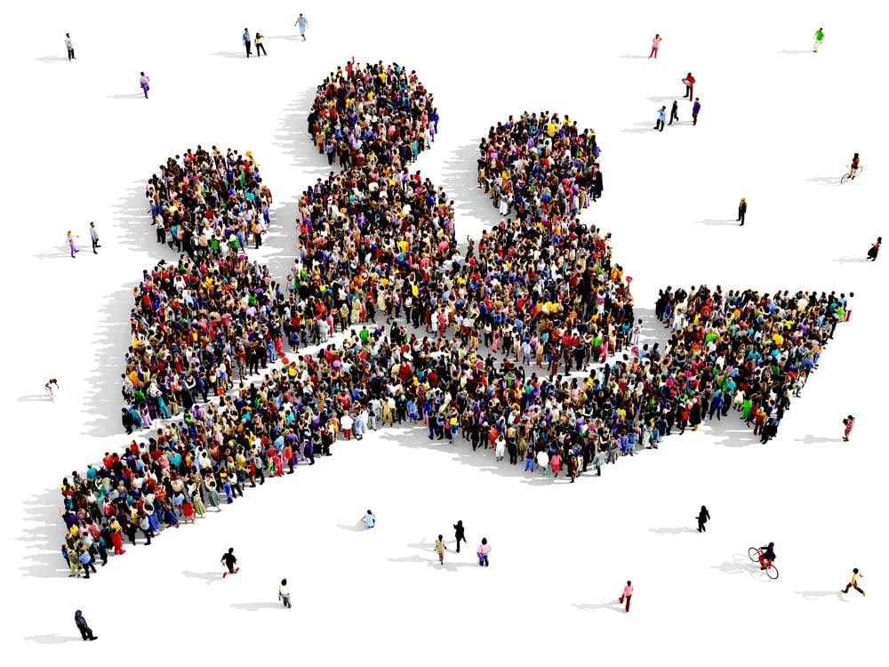 ilustração de aglomerado de pessoas representando o growth hacking nas vendass online