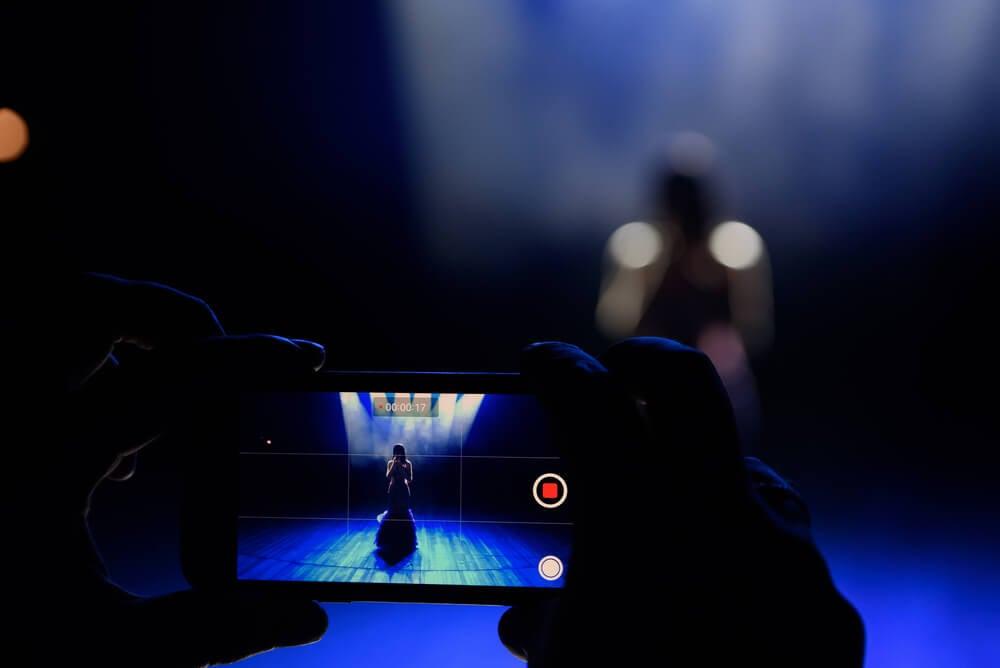 transmissão de apresentação musical pelo facebook live