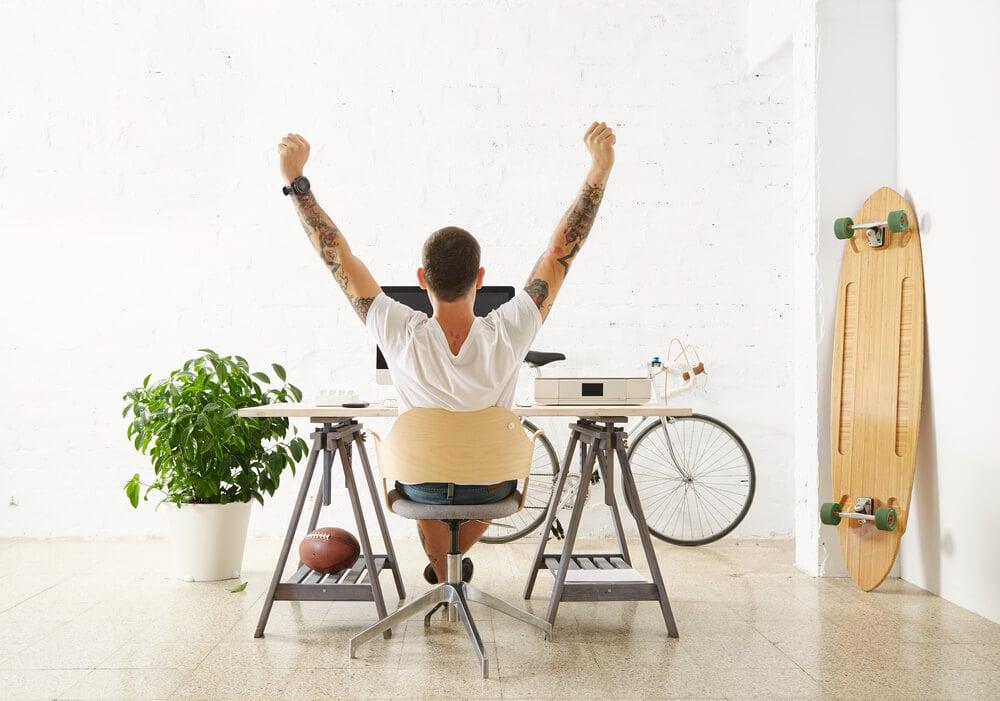 profissional freelancer em home office