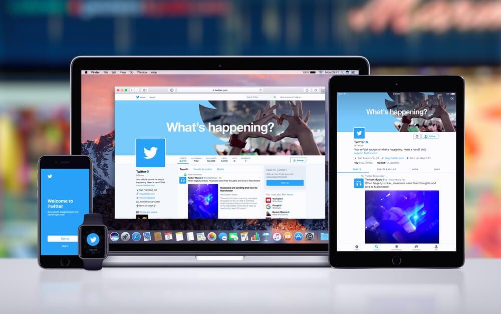 aplicativo twitter em versão mobile e web em laptop, tablet e smartphone