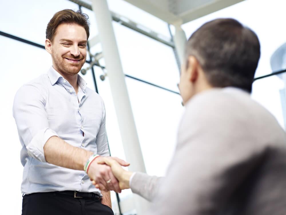 cumprimento entre executivos