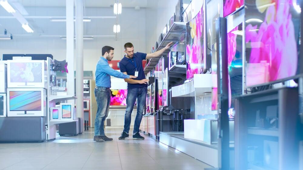 demonstração de produto para cliente em loja física
