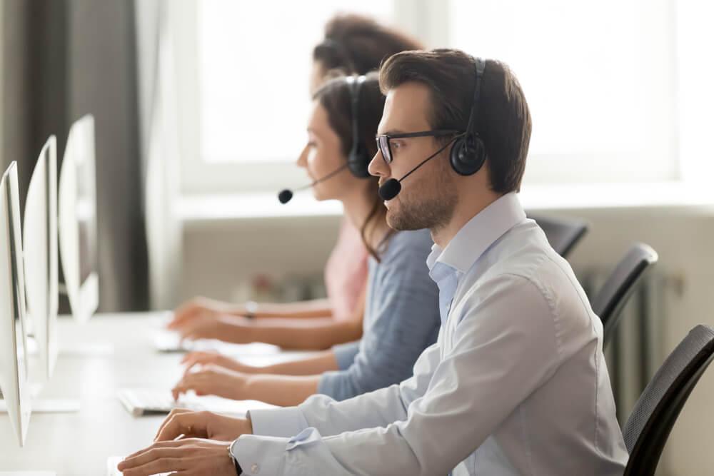 equipe em contato com cliente usado no processo de follow up