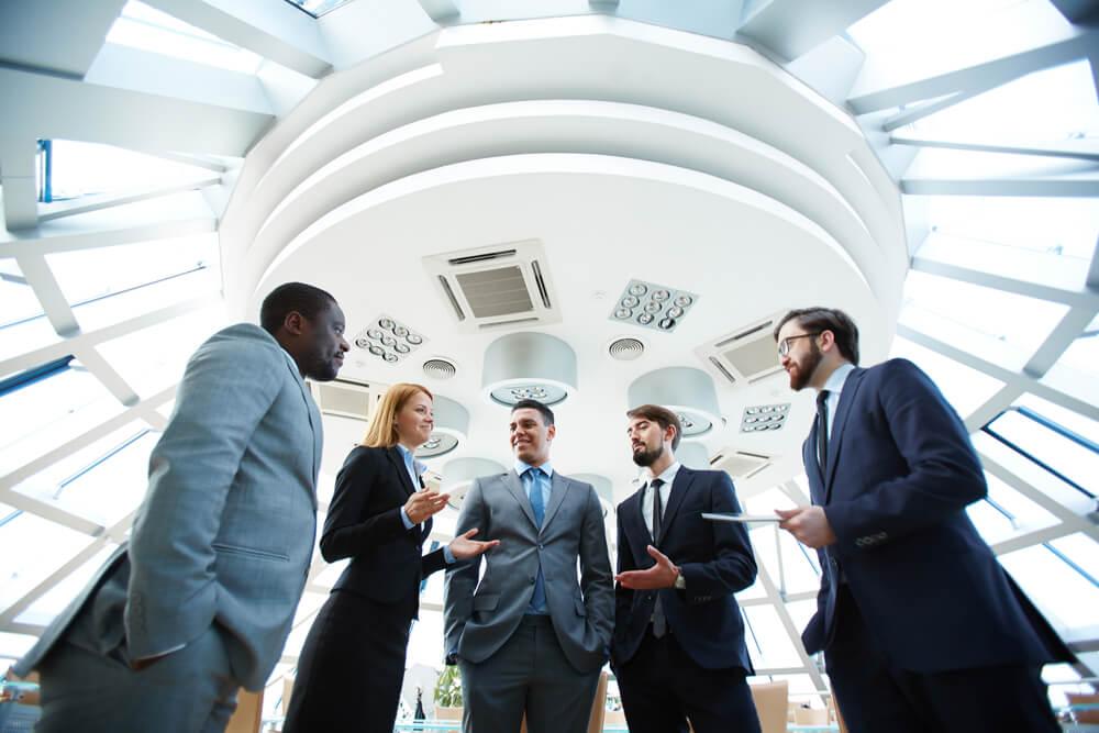 equipe executiva em conversa