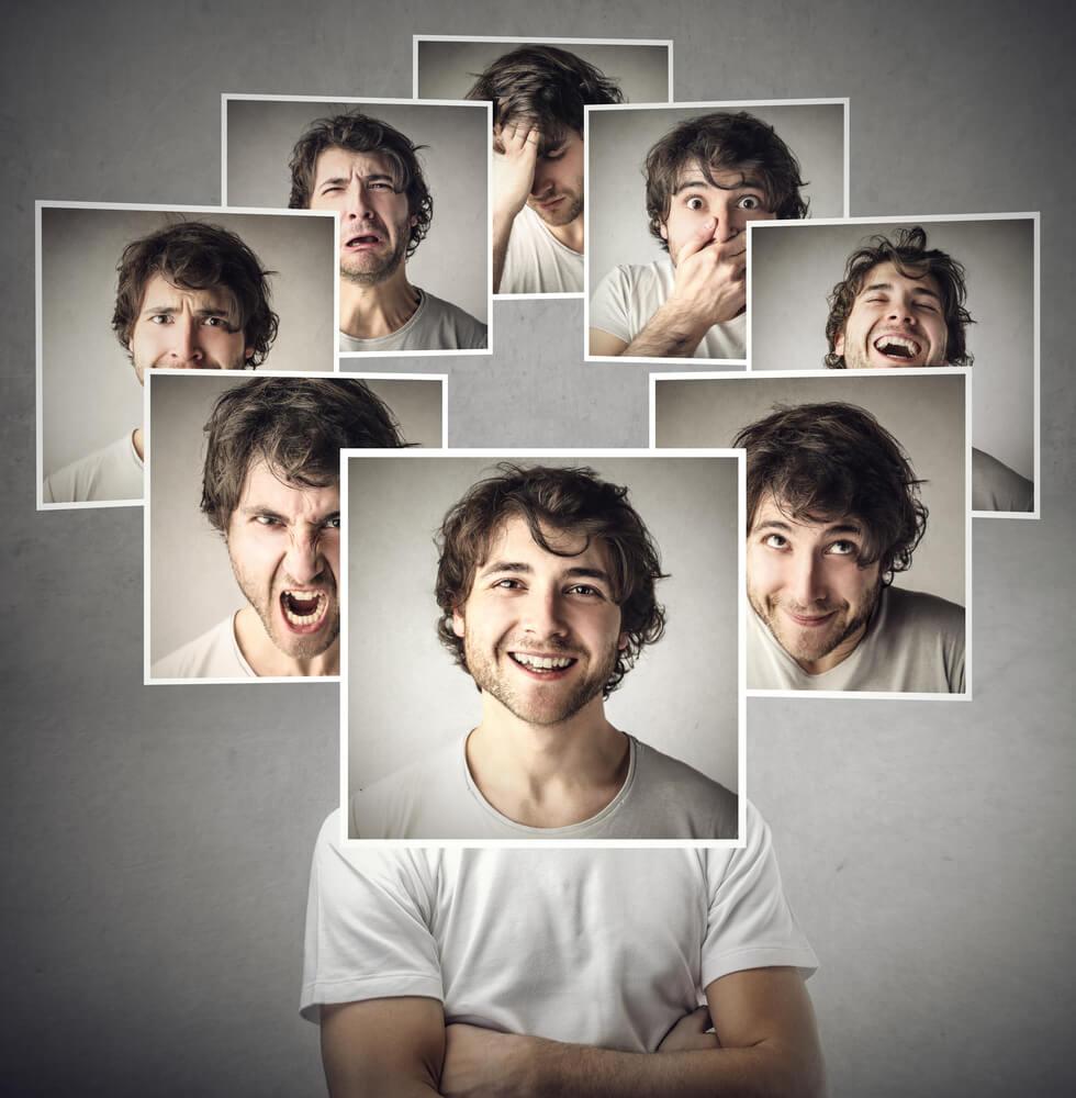 homem sorridente cercado de imagens de expressões diversas