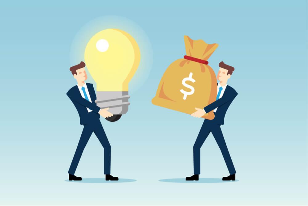 ilustração de homens executivos segurando lampada e dinheiro