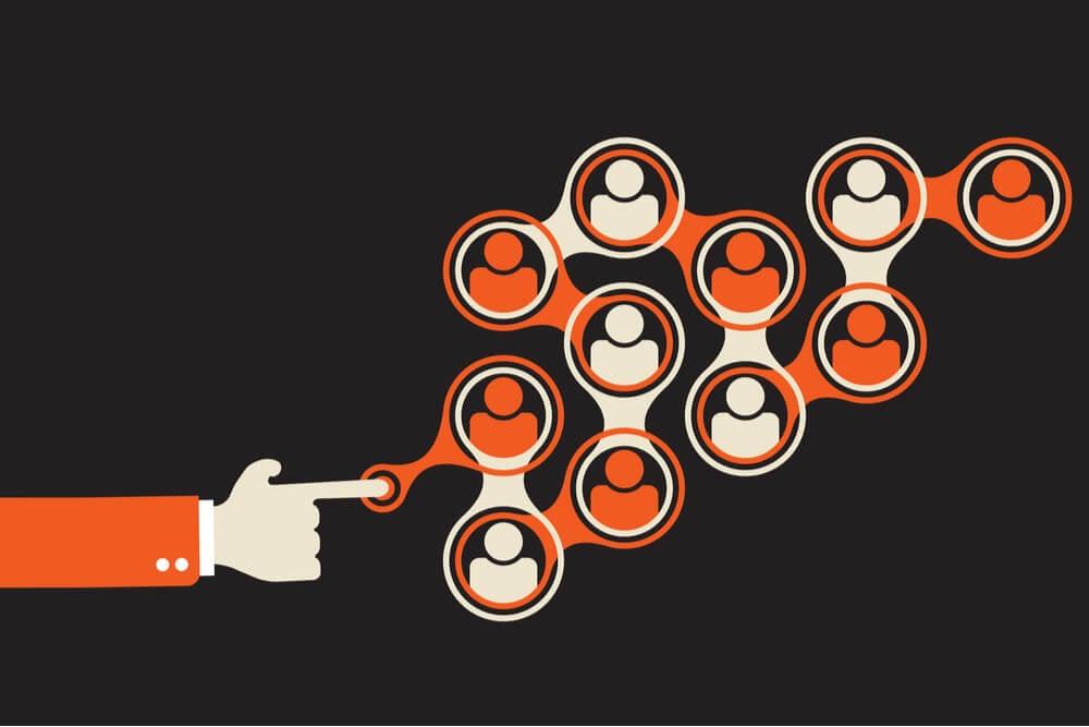 ilustração de mão tocando pessoas