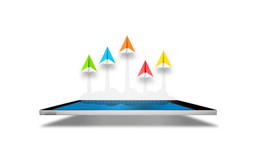 ilustração de smartphone e aviões de papel representando métodos de follow up