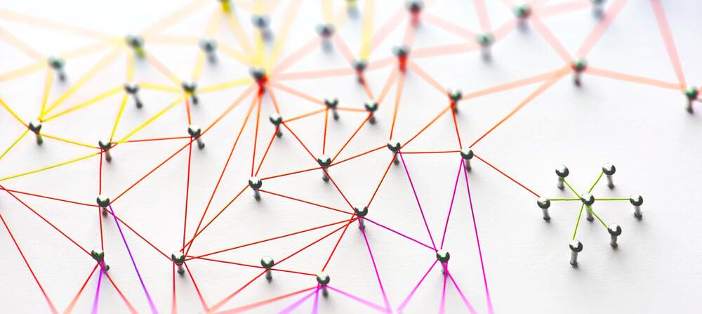linhas interligando pontos fixos em superfície