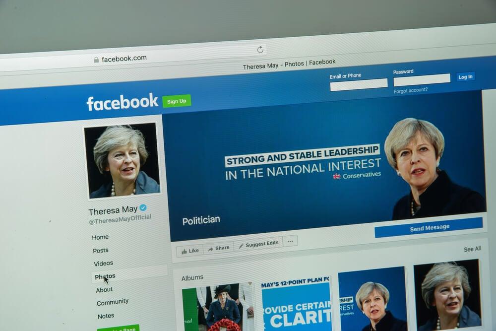 página do facebook para desktop de Theresa May
