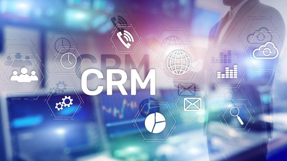 símbolos sob imagem de homem de negócios sobre CRM