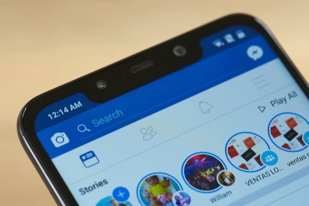 stories do facebook em smartphone