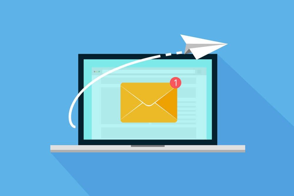 ilustração laptop com envelope na tela