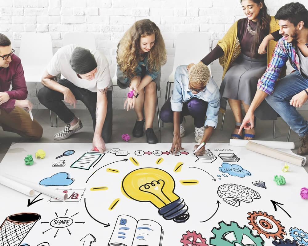 circulo de pessoas ao redor ilustração lâmpada idéias