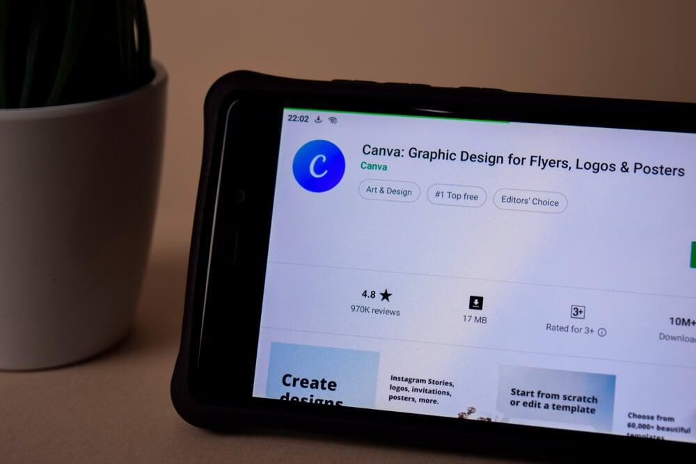 aplicativo de design Canva em smartphone