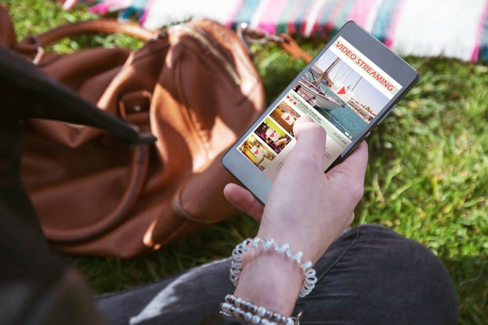 aplicativo sendo acessado em smartphone