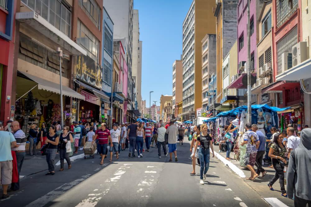 comportamento do brasileiro em rua de compras