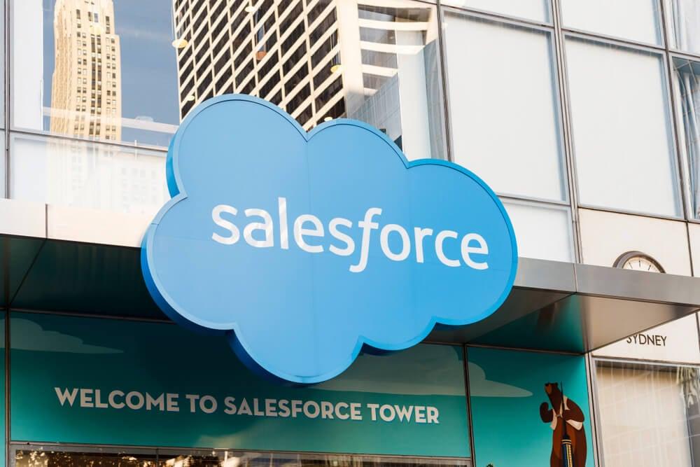 entrada de loja com o nome salesforce