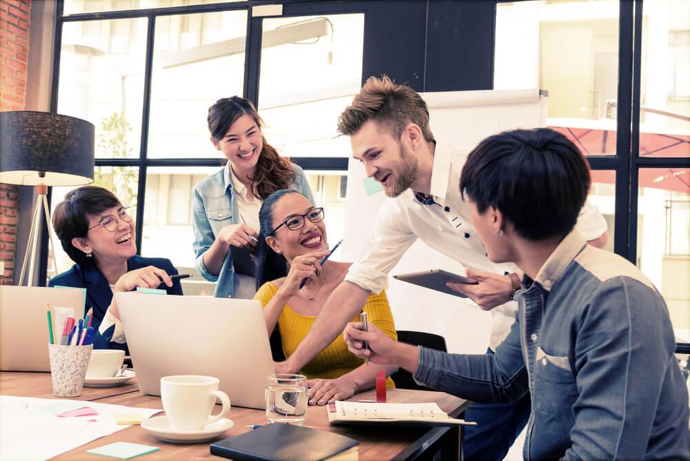 equipe em processo de comunicação interna de empresa
