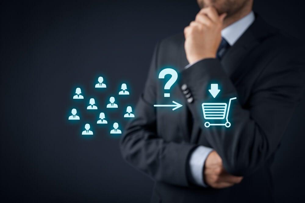 homem executivo pensativo com símbolos de pessoas e compra