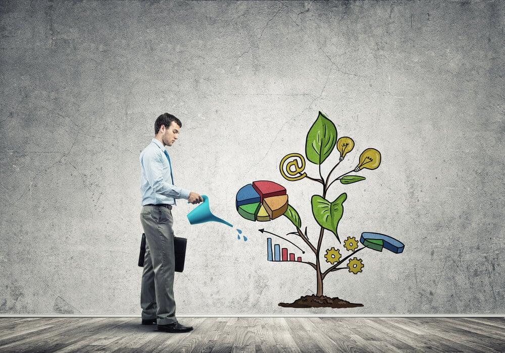 homem executivo regando ilustração representando crescimento
