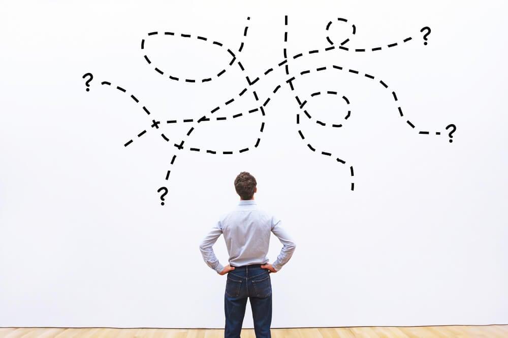 homem olhando ilustração de questões do processo SPIN