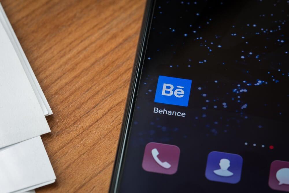 ícone do aplicativo para portfolio online mobile Behance em smartphone