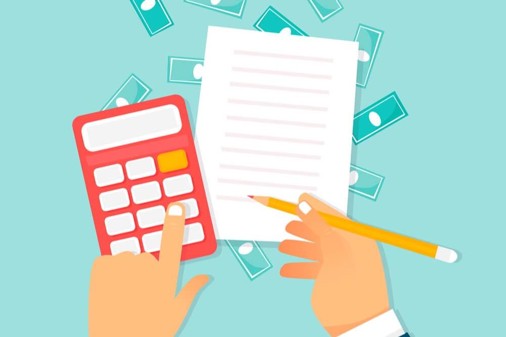 ilustraçao de mao calculando ticket medio e anotando em bloco de notas