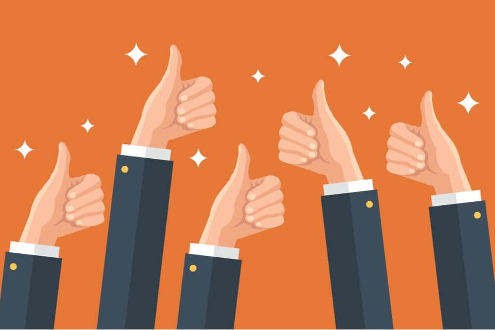 ilustração de mãos com sinais positivos