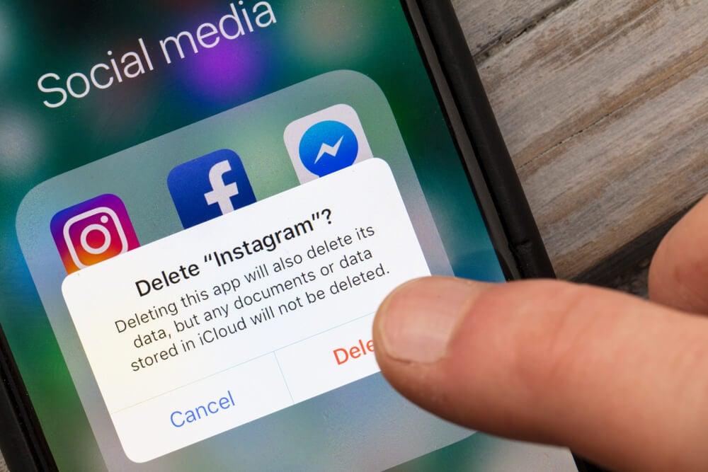 informação em smartphone sobre deletar o aplicativo do instagram