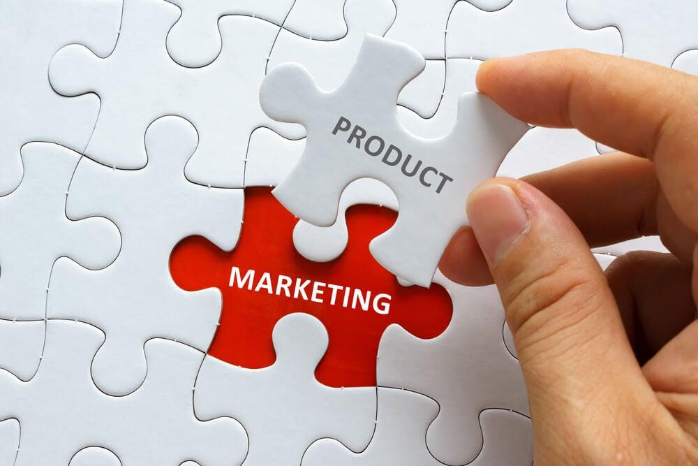 jogo de quebra cabeças com a palavra product completando a palavra marketing
