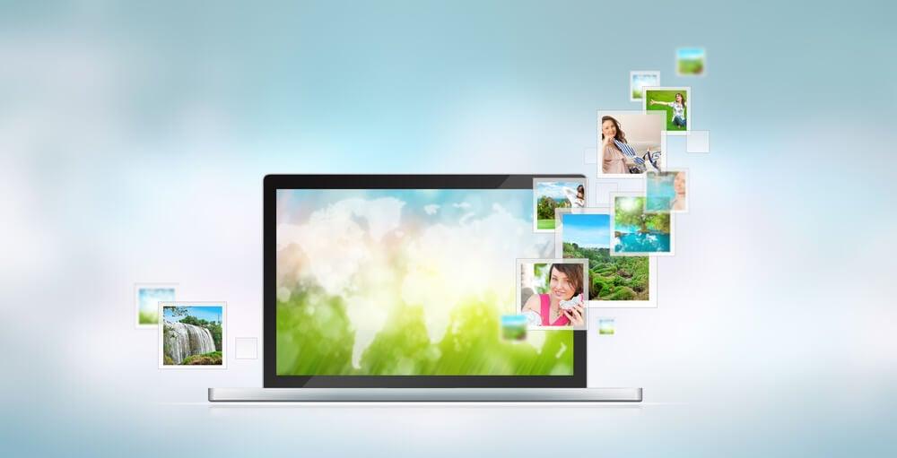 laptop e apresentação de imagens acessadas em banco de imagens gratis