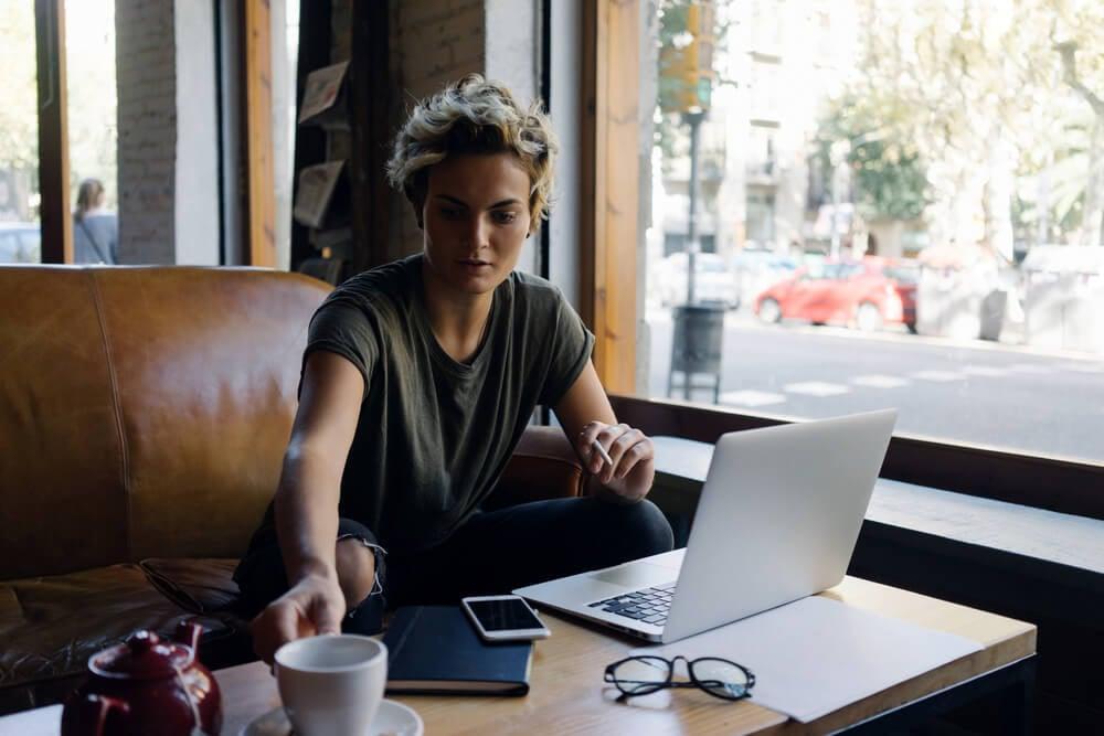 mulher freelancer se enquadra no tipo de empreendedorismo de micro empreendedor individual