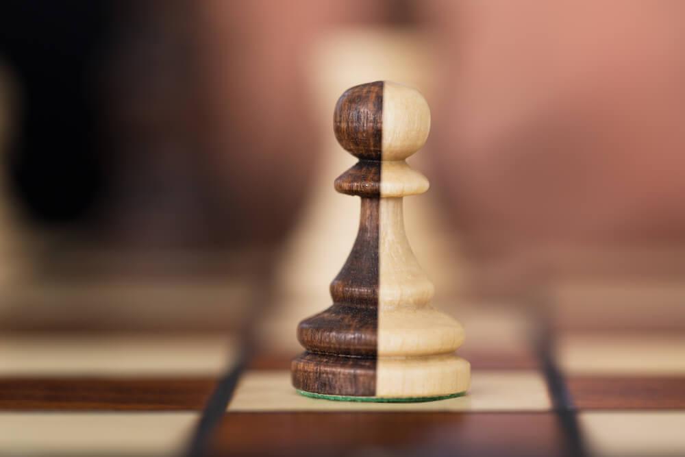 peça de xadrez de 2 cores diferentes