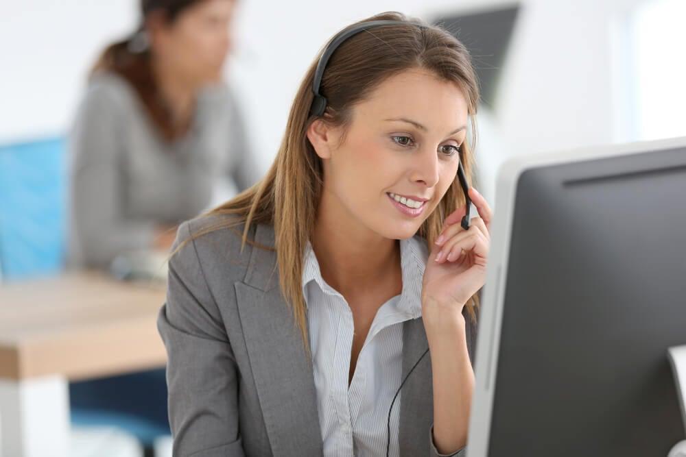 profissional boa vendedora por meio telefonico