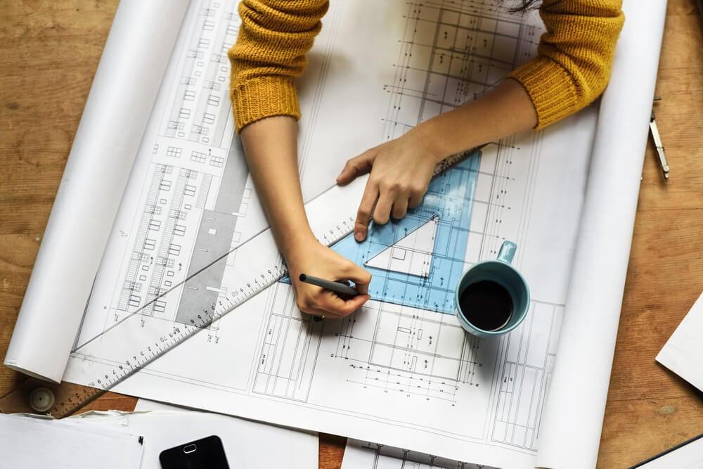 profissional da area de arquitetura exercendo seu papel