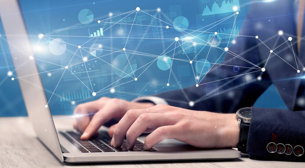 profissional executivo acessando laptop e ilustrações de ligações