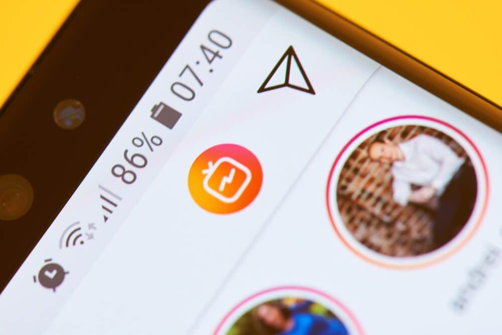símbolo de mensagens diretas dentro do aplicativo instagram